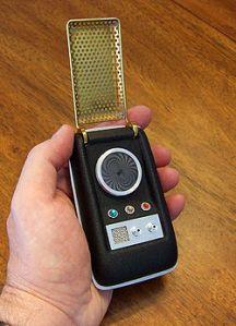 250px-20090704-1971_StarTrekTOSCommunicatorReplica