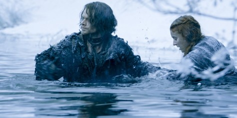 Theon and Sansa cross the river.